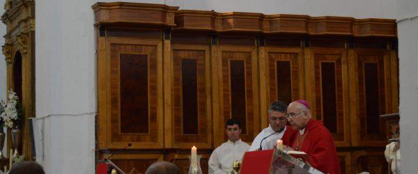 Entorno a 75 personas reciben el sacramento de la confirmación