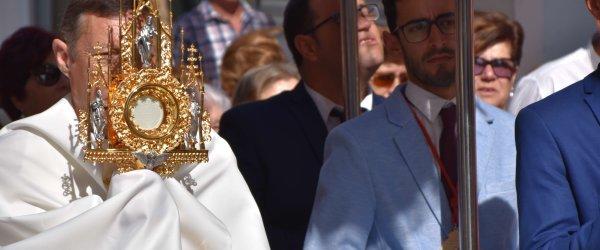 Gibraleón celebra el Corpus Christi con su tradicional procesión eucarística
